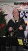 2011 Eisvergnügen...Jens an der Gitarre mit kalten Fingern ..