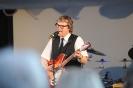 Nordender Tannenbaum- Buddy inmitten der Bühnenshow